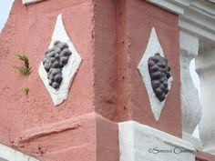Detalhe arquitetônico de casa tombada em Nova Veneza, SC, Brasil.