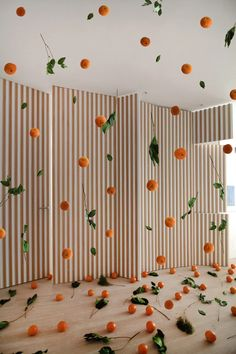 floating oranges flood interiors of apartment in madrid by arquitectura al descubierto Spanish Architecture, Interior Architecture, Orange Rooms, Apartment Projects, Minimalist Interior, Christmas Art, Installation Art, Event Design, Room Inspiration