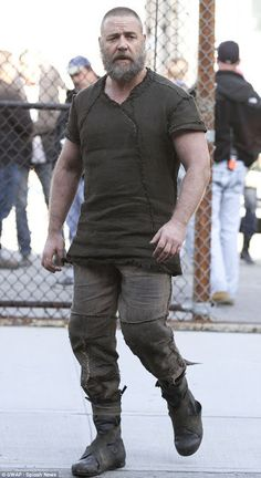 New Images from the Noah movie set (Russell Crowe, Jennifer Connelly and Emma Watson)