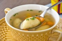 Erdäpfelnockerl als Suppeneinlage - Rezept Potato dumplings as a soup topping - recipe Potato Recipes, Soup Recipes, Dinner Recipes, Healthy Eating Tips, Healthy Recipes, A Food, Food And Drink, Roasted Shrimp, Albondigas