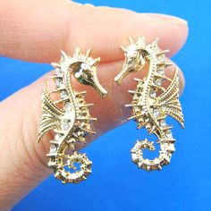 seahorse-sea-animal-shaped-stud-earrings-in-gold-animal-jewelry