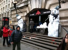 Even the London Dungeon is eager to show some Christmas spirit with some extremely demonic snowmen welcoming you at the doorway. Nothing says Yuletide cheer like murder, disease, and torture chambers! Customize My Car, London In December, London Christmas, Study Abroad, Doorway, Snowmen, Cheer, Things To Come, Spirit