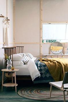 グレーのベッドカラーにマスタードカラーをプラスしてぬくもりと可愛らしさをプラスしています。