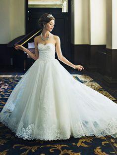 ノバレーゼ(NOVARESE) 贅沢レースとチュールスカートで憧れ花嫁姿