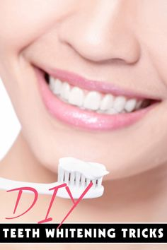 Natural Teeth Whitening DIY Teeth Whitening: The Best At Home Tricks - Your teeth will be shining bright like a diamond. Beauty Secrets, Diy Beauty, Beauty Makeup, Beauty Hacks, Beauty Magic, Beauty 101, Beauty Advice, Homemade Beauty, Beauty Ideas