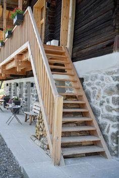 Escalier en bois au Chalet Nantailly. Un chalet à la montagne design, écologique et panoramique pour 15 personnes en Savoie. Location, Stairs, Mountain, Country, Design, Home Decor, Stairway, Decoration Home, Rural Area