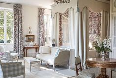 King Size Canopy Bed, White Queen Bed, Small Sitting Areas, Queen Room, Provence Style, King Bedroom, French Country House, Country Chic, Bedroom With Ensuite