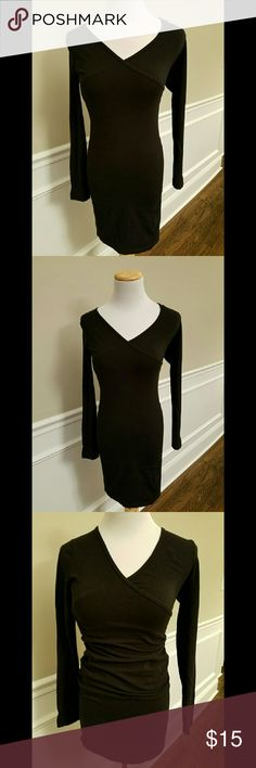 """American Apparel Black Body Con L/S Dress Black cotton and elastene bodycon fitted dress with cross panel at bust. Perfect condition. Size medium. 30"""" length and 14"""" across bust. American Apparel Dresses Midi"""
