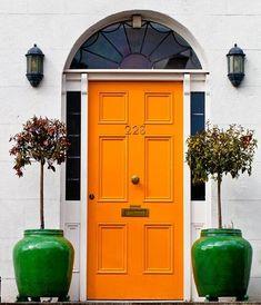 Geweldig, fantastisch, deze oranje prachtige voordeur! www.biggelaarverfenwand.nl