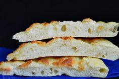 Focaccia cu mozzarella - CAIETUL CU RETETE Party Cakes, Mozzarella, Pizza, Bread, Restaurant, Food, Home, Shower Cakes, Breads