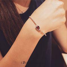 #手鍊 #穿搭 #上班裝 #鋯石 #鋯石手鏈 #飾品 #復古飾品 #閃亮亮 #時尚 #寶石 #bluma #blumaaccessories #outfit #look #jewelry #jewellery #accessories #情人節禮物 #超細 #fashion #stunning #ollook