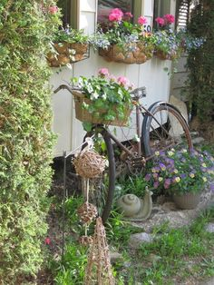 Vintage Garden Decor With Bicycle Planter   Lara Smith