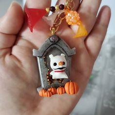 Resin Charms, Christmas Ornaments, Holiday Decor, Instagram, Christmas Jewelry, Christmas Decorations, Christmas Decor