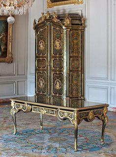 AndrCharles Boulle Versailles Bureaus and Desks t Chateau Versailles, Palace Of Versailles, French Interior, Classic Interior, French Furniture, Antique Furniture, Furniture Styles, Furniture Design, Muebles Art Deco