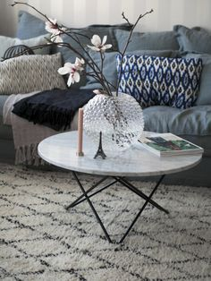 5 ideas for decorating a coffee table in the living room – Furnishings Living Room Inspiration, Home Decor Inspiration, Interior Decorating, Interior Design, Living Room Interior, Decoration, Sweet Home, House Styles, Furniture