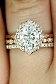 Unique gold and oval engagement and wedding ring set #UniqueEngagementRings