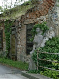 Love the placement of this statue and the various types of stone and brick work.