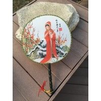 Buy Chinese hand fan depicting Chinese beauty Xue Baochai in a red hooded coat. Use it as a unique office desk accessory, or a party favor. Feng Shui Paintings, Feng Shui Art, Hand Fans For Wedding, Gifts For Wedding Party, Decor Wedding, Chinese Culture, Chinese Art, Gifts For History Buffs, Fans For Sale