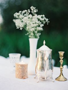 babys breath in milk vase and vintage accessories #tabledecor #weddingreception #weddingchicks http://www.weddingchicks.com/2014/02/20/beautiful-oregon-wedding/
