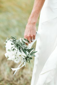 So pretty with the olive leaves in this bouquet.....      Photography by mandjphotos.com, Planning by weddingsinitaly.it