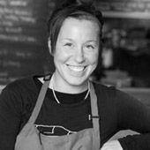 Audrey Dufresne    Après avoir terminé ses études en cuisine et en cuisine actualisée à l'ITHQ, Audrey Dufresne a la chance de travailler avec plusieurs grands chefs dont Claude Pelletier (Cube), Racha Bassoule (Anis), Joey Mercurey (Brontë) et Helena Loureiro (Portus Caille). Ces chefs ont grandement influencé sa façon d'aborder la cuisine et lui ont permis de considérer avec respect le travail acharné des producteurs locaux.