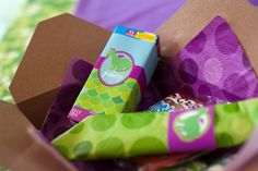 Kids get to fill their own box with party favors. #birthday #party #favors