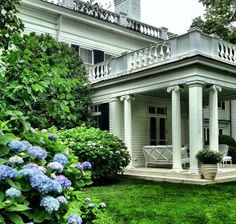 Join me for a day in the Hamptons at the new AERIN store and for lunch and a visit at Aerin Lauder's chic weekend home. Hamptons Style Homes, The Hamptons, Custom Home Builders, Custom Homes, Greek Revival Home, Southern Plantations, Southern Homes, Country Homes, White Houses