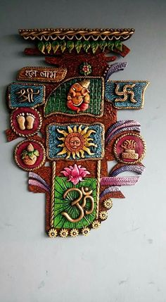 Mural:'I think this mural Home Vasthu. Clay Wall Art, Mural Wall Art, Mural Painting, Fabric Painting, Murals, Clay Art Projects, Clay Crafts, Indian Crafts, Indian Art