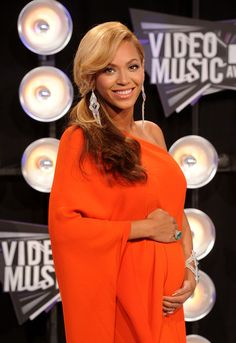 Beyonce Knowles Photos - Singer Beyonce arrives at the 2011 MTV Video Music Awards at Nokia Theatre L.A. LIVE on August 28, 2011 in Los Angeles, California. - 2011 MTV Video Music Awards - Arrivals