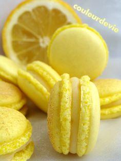Tout rond, tout bon, revoilà le macaron ! La douce et pétillante association citron/gingembre fait vibrer les papilles. Un de mes macarons préférés ! Je souhaite à chacun(e) de vous un très bon di…