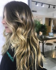 We can't get enough of this tonal dimension! Created through a combination of #balayage #babylights #freehand and #tonaltechniques  Hair by @cilla_foxx. #edwardsandco #edwardsandcomelbourne