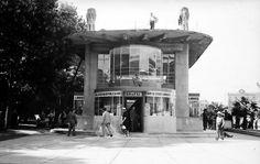 Pérgolas y librería de Chrystal  1939-73  Av Juárez a un costado de Bellas Artes