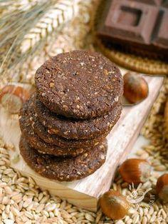 Spelled biscuits, nuts and chocolate - Nella preparazione dei vostri Biscotti di farro, nocciole e cioccolato utilizzate ingredienti freschissimi e di prima qualità. Noterete la differenza!