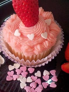 Yummy Cupcakes, Baking, Desserts, Food, Birthday Cakes, Inspired, Pretty, Gastronomia, Strawberry Cupcakes
