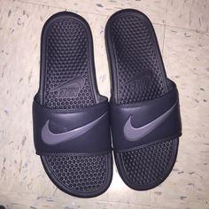 a9d9d5b26cfaf Black Nike Slidders Black nike Slidders