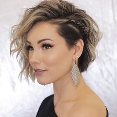 Fine hair may be difficult to handle, but don't get down, there are still plenty of options for you. We offer a range of short hairstyles that will make your fine hair look thicker and chicer. Very Short Hair, Braids For Short Hair, Short Hair Cuts, Wedding Hair For Short Hair, Short Hair With Undercut, Undercut Curly Hair, Updo Curly, Wedding Braids, Messy Braids