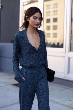 You either absolutely love it, or absolutely hate it. I've completely fallen in love with the pyjama trend since the Gucci Spring Summer Street Style Chic, Street Style Outfits, Looks Street Style, Model Street Style, Looks Style, Fashion Mode, Fashion Week, Look Fashion, Street Fashion