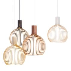 La forme arrondie de la suspension en bois Octo, de Secto Design, donnera un charme irréfutable à votre intérieur. Dans votre salon, au-dessus de votre table à manger ou dans une entrée, cette suspension apportera son lot de douceur et d'élégance. Elle sera aussi parfaite dans une chambre où elle offrira un effet très doux combiné à un superbe design. La lumière douce et chaleureuse qu'elle dégage vous permettra de créer une ambiance cosy et élégante. <br /> Disponible en bouleau naturel…