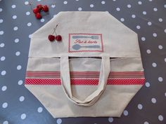 """Sac à tarte campagne en drap de lin ancien broderie """"sac à tarte"""" et rubans : Autres sacs par rouge-lin-et-bois"""