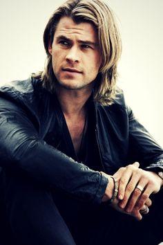 Men with long Hair. (Chris Hemsworth)