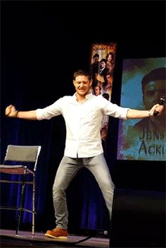 Jensen Ackles MinnCon 2015 WoW!!! There's power in those legs!