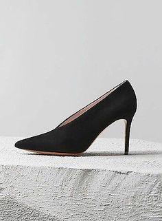 CELINE Black Suede Kidskin V-Neck Pumps Heels Phoebe Philo (Size 40 IT / 10 )
