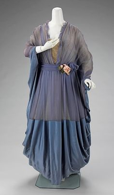 Tea gown,    1910-1915, French.  For the fuller figure.