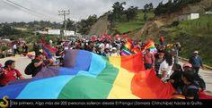 El contingente va creciendo después de la salida de El Pangui. Foto diario Expreso.