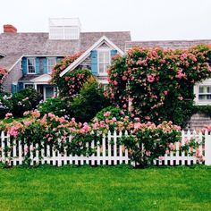 Another dreamy home in Nantucket. – @lovelydetails #nantucket #TravelwithGG