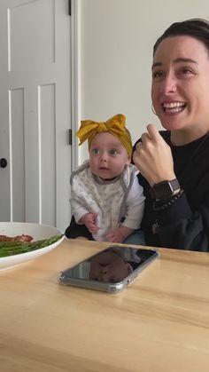 Funny Baby Memes, Cute Funny Baby Videos, Cute Funny Babies, Funny Videos For Kids, Funny Video Memes, Funny Short Videos, Funny Cute, Baby Humor, Funny Humor
