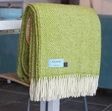 Are you interested in our green wool throw? With our green blanket you need look no further. Lime Green Bedding, Lime Green Cushions, Lime Green Bedrooms, Green Rooms, Bedroom Green, Lime Green Decor, The Napping House, Contemporary Beach House