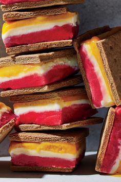 These lightened versions of the classic ice cream sandwich treat have just 193 calories. Icebox Desserts, Frozen Desserts, Summer Desserts, No Bake Desserts, Summer Recipes, Dessert Recipes, Sorbet Ice Cream, Ice Cream Treats, Dessert Dishes