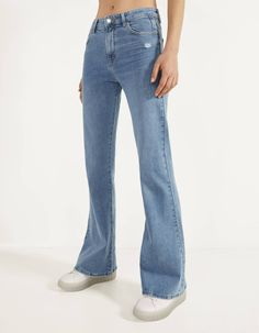 Discover the latest trends in Flare with Bershka. Log in now and find 11 Flare and new products every week Flare Jeans Outfit, Jeans Flare, Jeans Fit, Mom Jeans, Bershka Collection, Fashion News, Fashion Outfits, Women's Fashion, Jackets