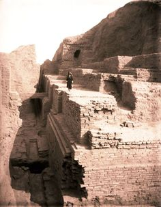 Ziggurat of Nippur, photographed during the archaeological excavations of 1893-1894.